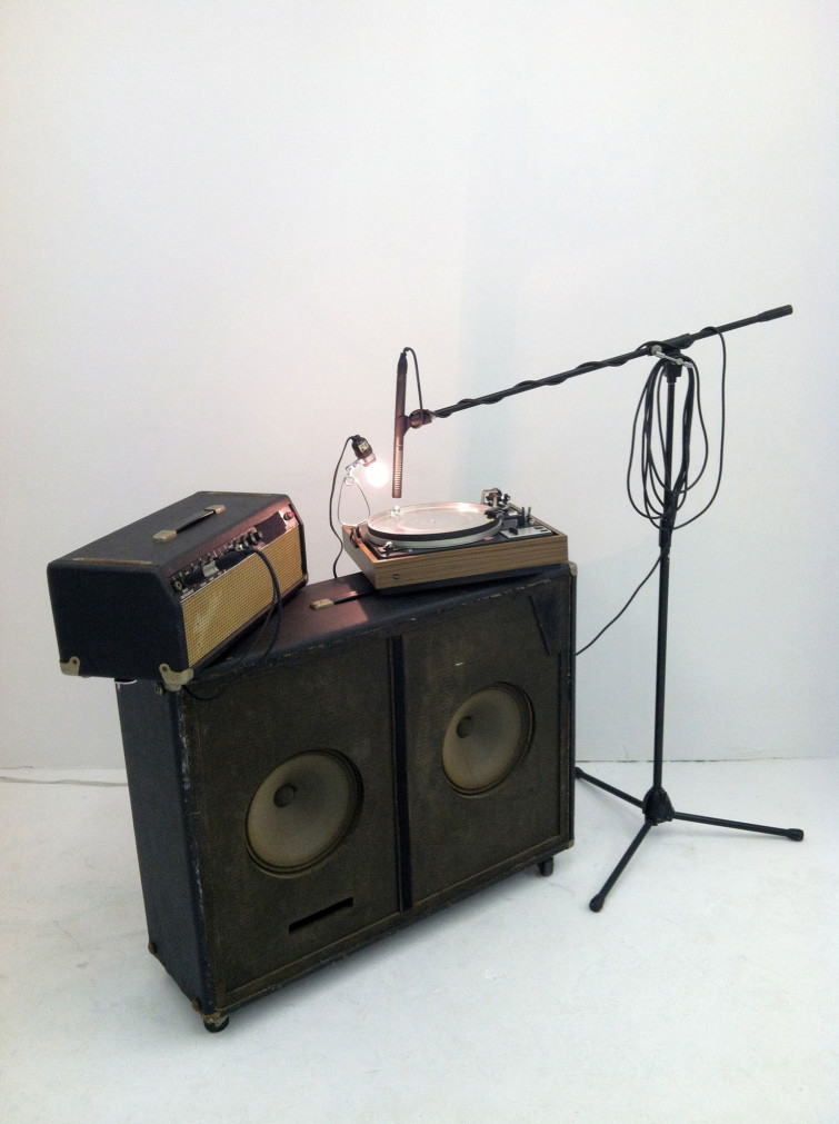 Richard Garet, Before Me, 2012, Installation consisting of a turntable, microphone, pair of speakers, and a clear glass marble. Courtesy of the artist and Julian Navarro Projects, NY. Photographed by Julian Navarro Projects, December 2012.